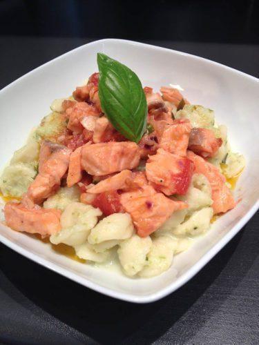 Orecchiette con salsa di zucchine e salmone