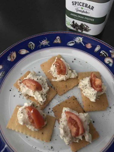 Focaccia secca con formaggio spalmabile alla bottarga