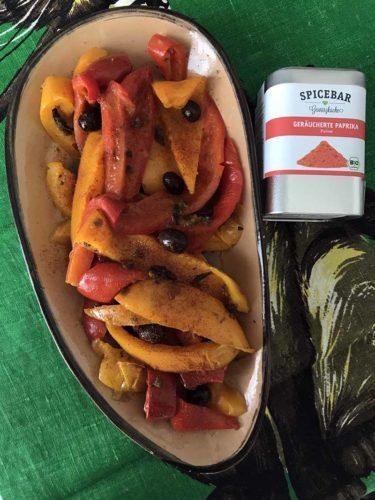 Peperoni con acciughe capperi olive e paprika affumicata di Spicebar
