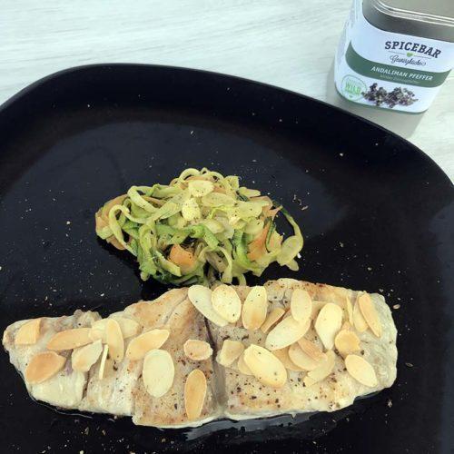 Ombrina con mandorle e verdure