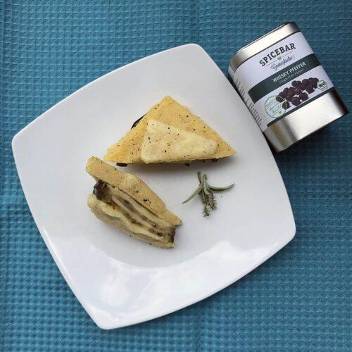 Tramezzini di polenta con melanzane e formaggio