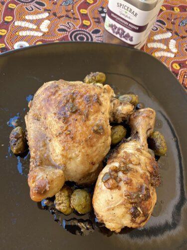 Pollo con olive capperi e acciughe all'aceto balsamico