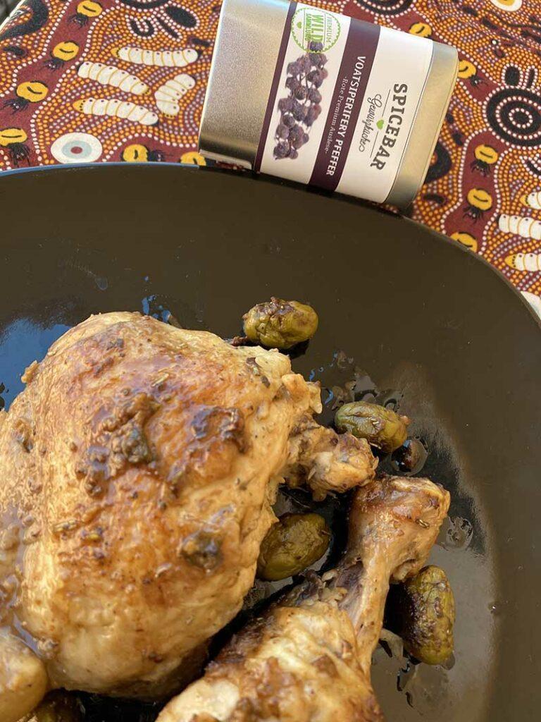 Pollo alle olive con pepe Voatsiperifery di Spicebar