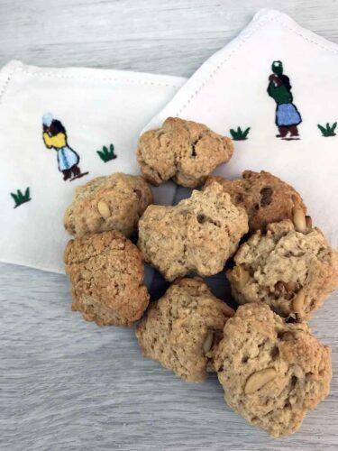 Biscotti ai pinoli e noci