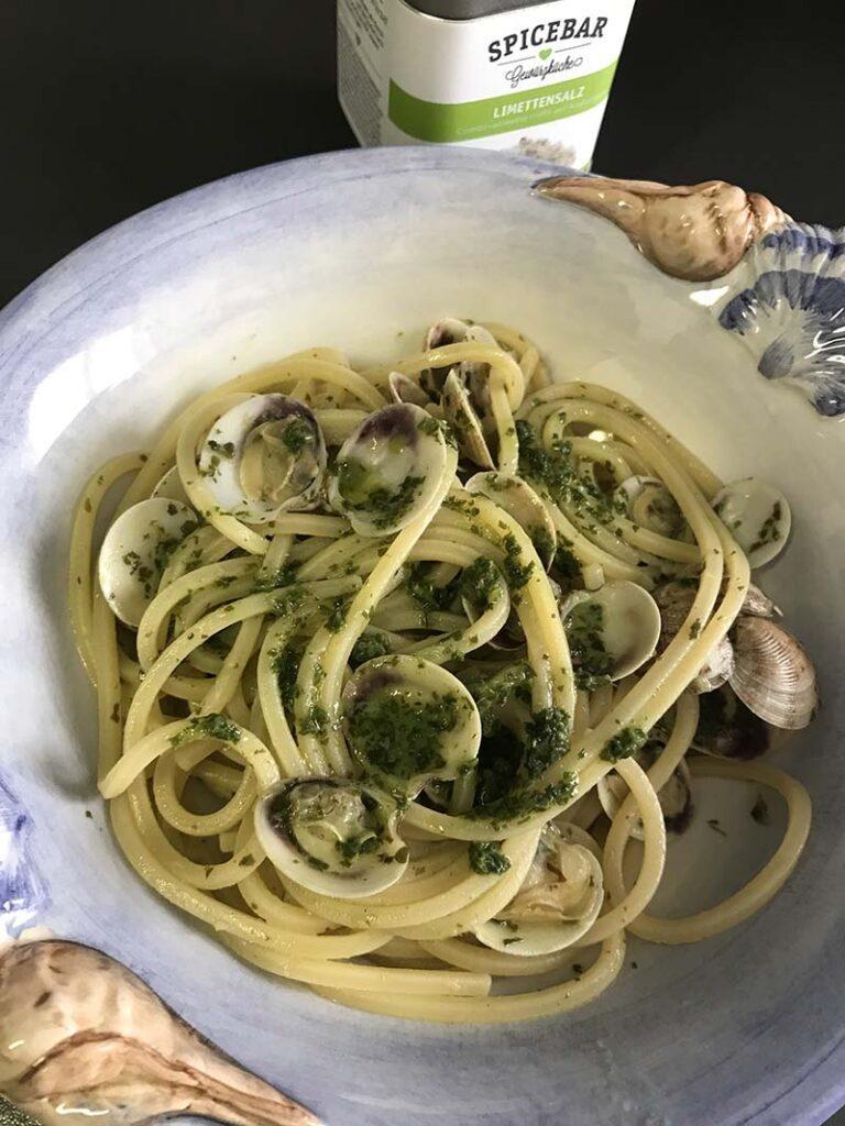 Spaghetti con lupini di mare e salsa di rucola