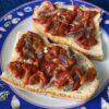 Crostoni con acciughe salate e peperoni